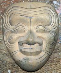 頬の皺を彫る
